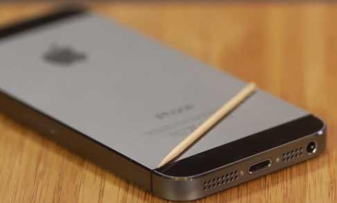Чистим динамик iPhone